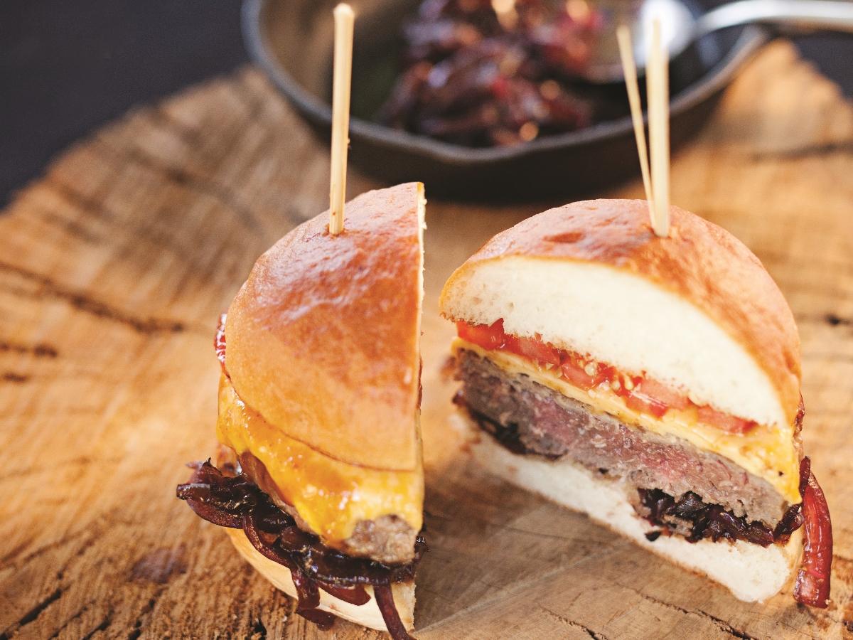 Noro dober: Burger s karamelizirano čebulo Slika 2