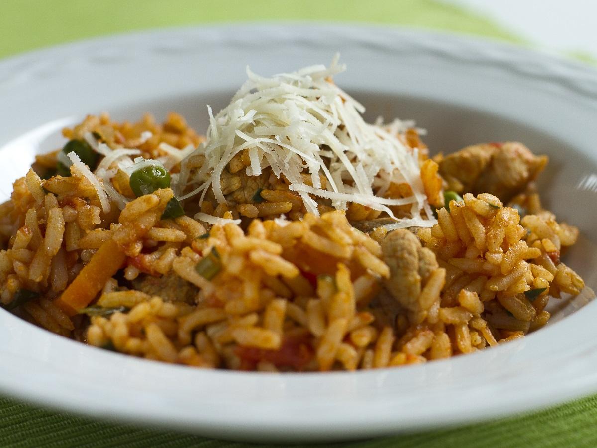 Rjavi riž z zelenjavo in svinjino Slika 2